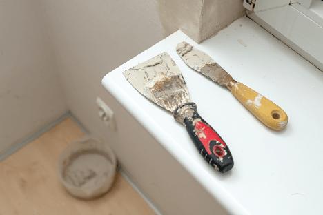 cement-mixers-pallette-knives-min
