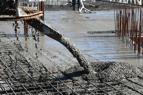 cement-mixers-pouring-concrete-grid-min