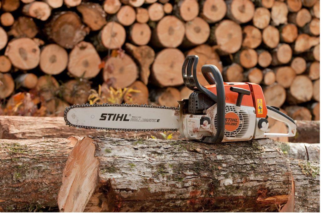 Stihl-cape-town-chainsaw-on-logs-min