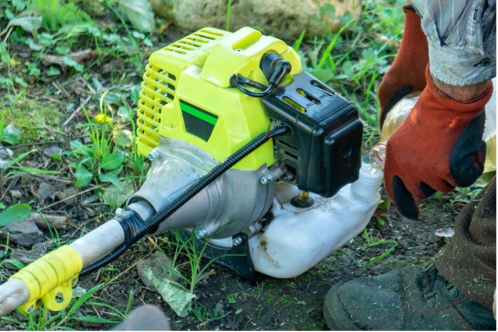 Stihl-brushcutters-closeup-refuelling-min