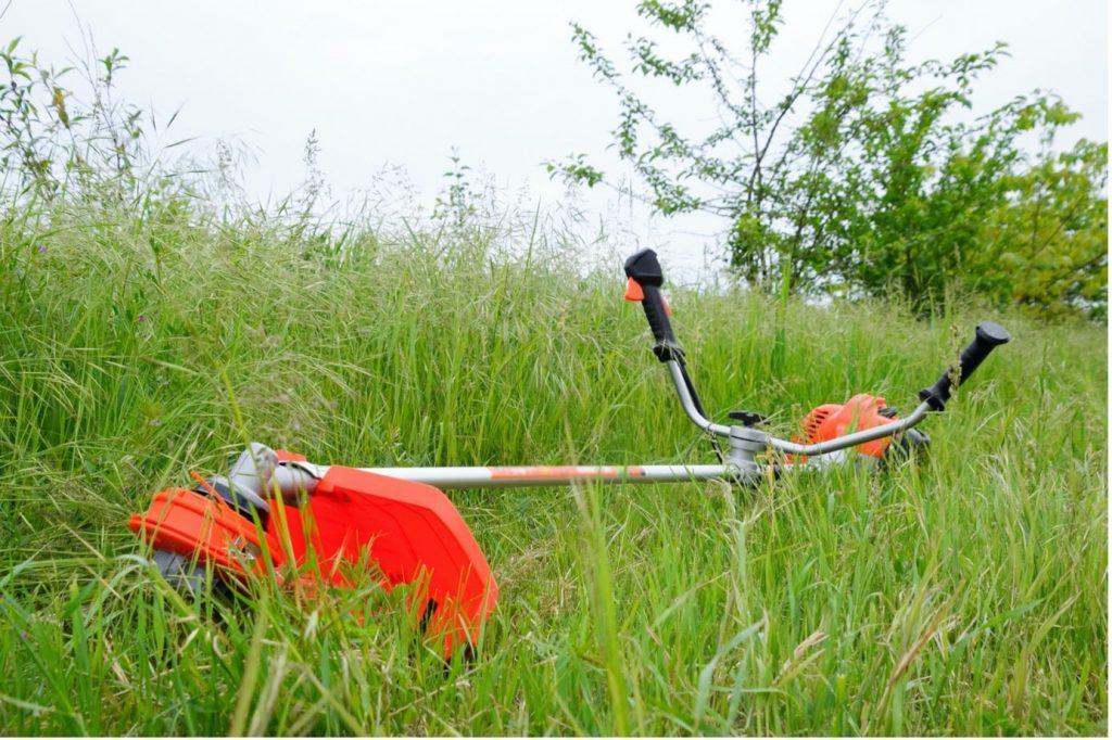 Stihl-brushcutters-orange-machine-lying-down-min