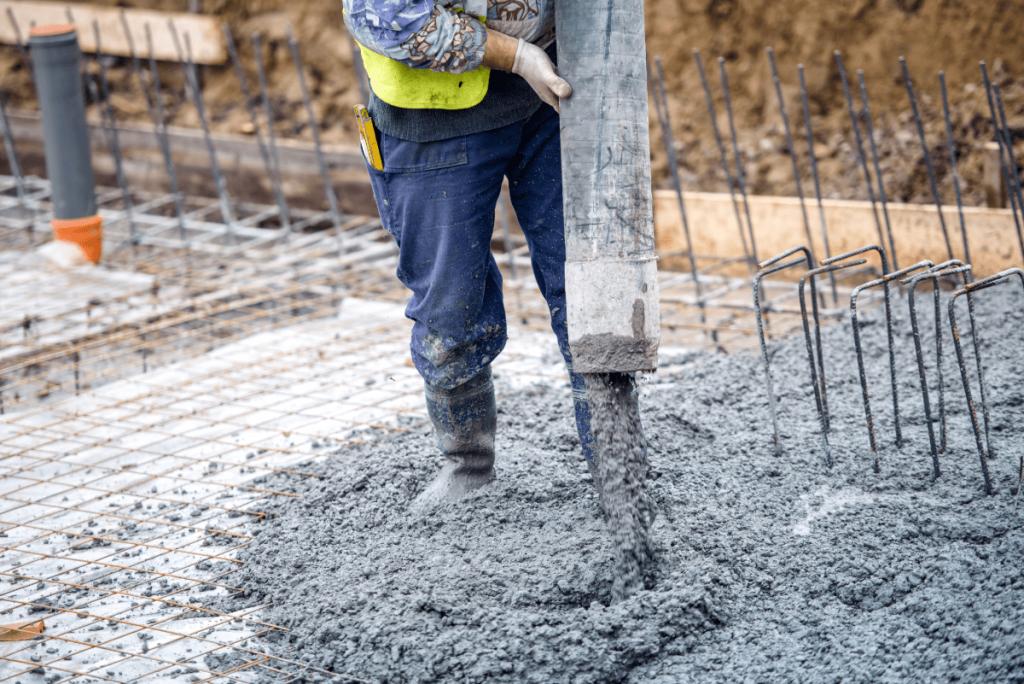 concrete-mixers-pouing-concrete-min