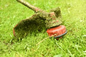 Stihl-brushcutters-covered-in-grass-min