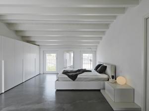 concrete-mixers-bedroom-min