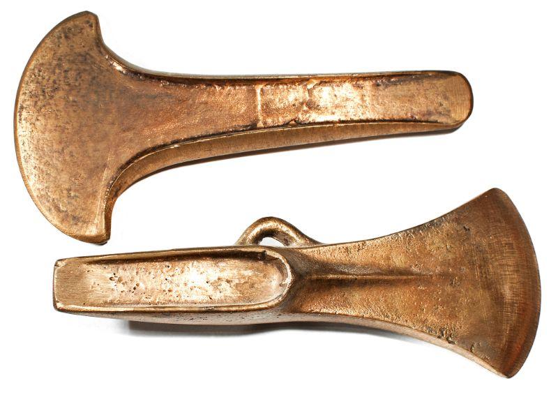 stihl-chainsaws-bronze-axeheads-min